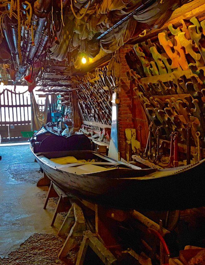 Sabato 1 giugno:  Gondole, canzoni da battello e cicchetti nello Squero più antico di Venezia
